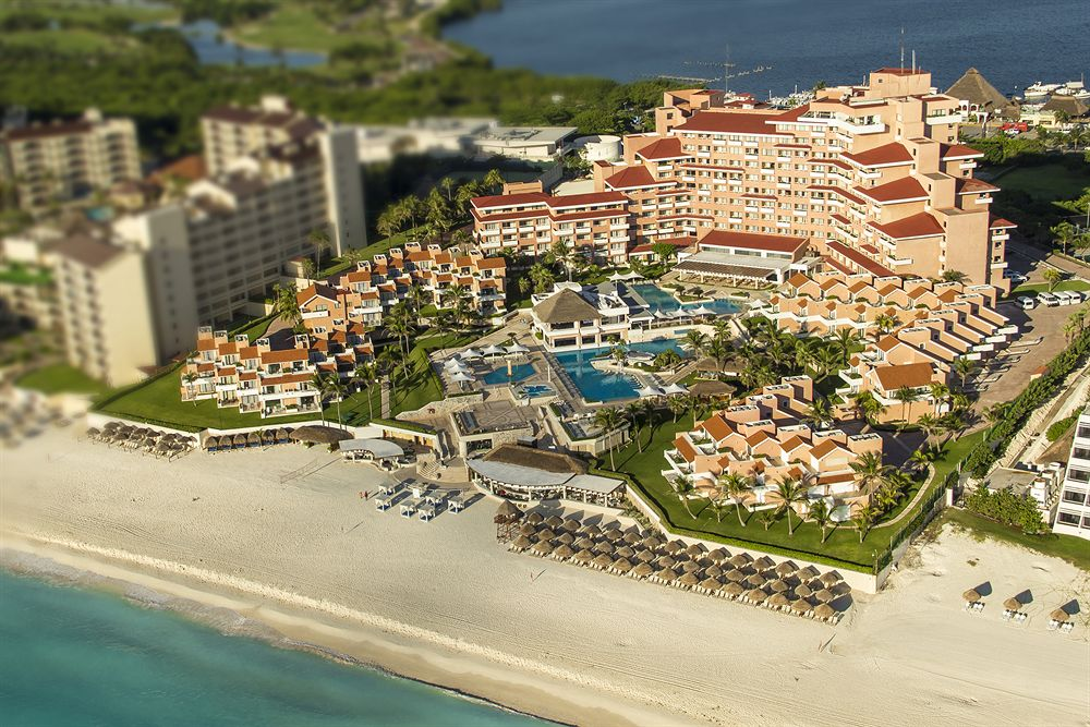 Flash Sale - 5 Nights at Omni Cancun Resort with Unlimited Gourmet Meals and Premium Drinks Included Now: $499 per Couple.